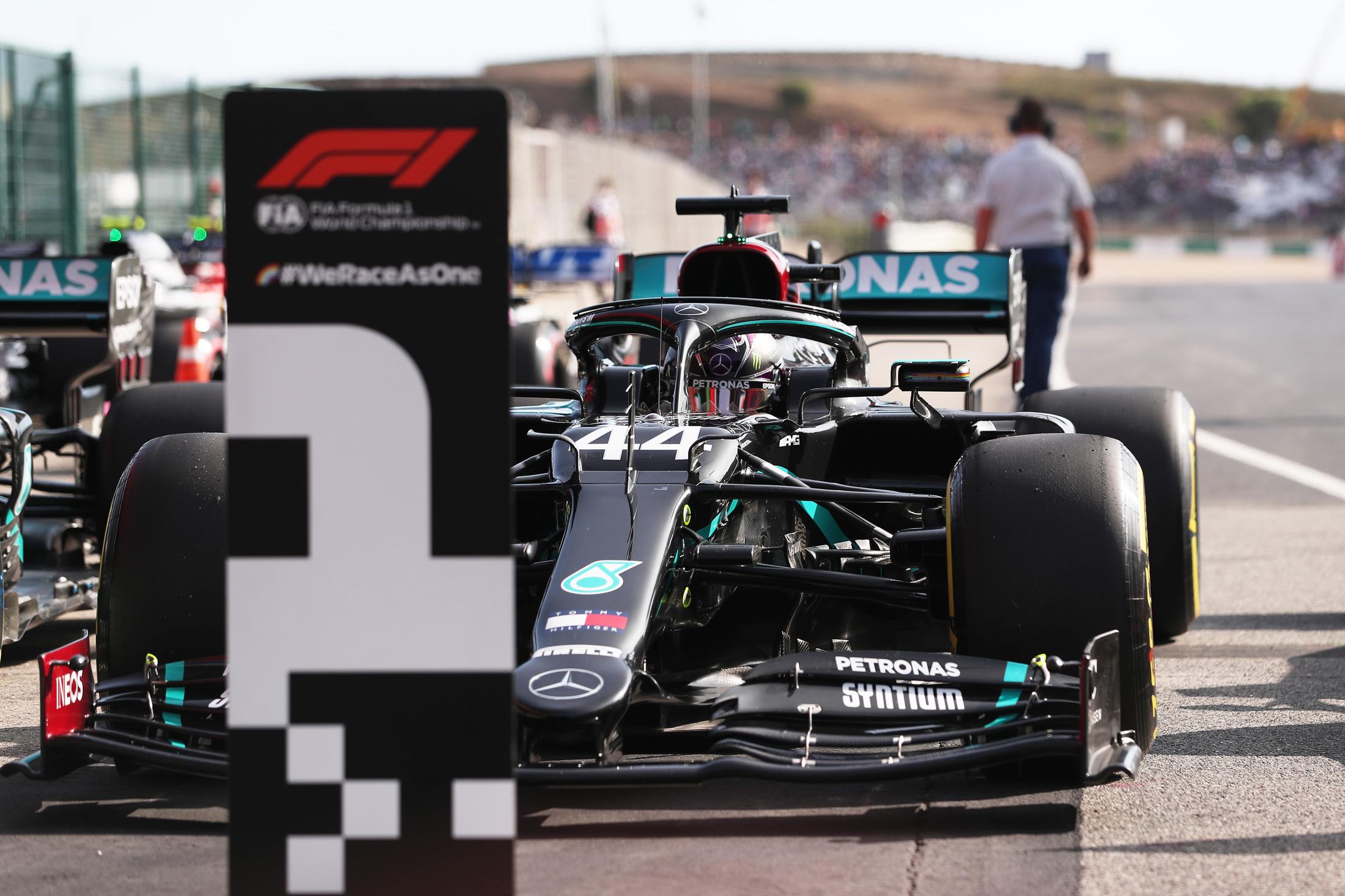 F1 Hamilton è leggenda, 92° vittoria nel Gp di Portimao