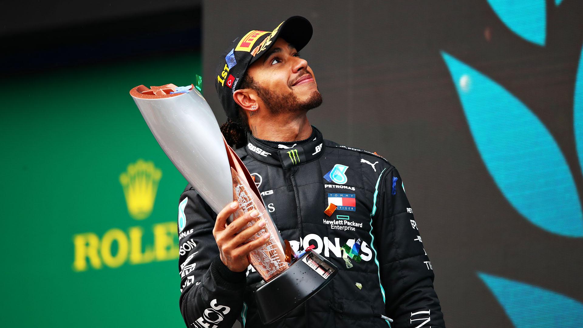 F1 Hamilton vince il suo 7° campionato del mondo vincendo in Turchia eguagliato Schumacher